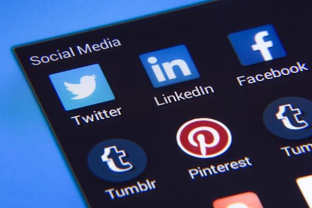 Social Media Safety Tips in Hindi