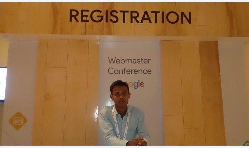 Niraj Kumar at Webmaster Confrense 2019 Patna Registration Counter.